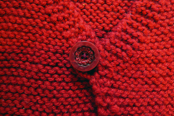 GILET TRICOT ROUGE ALICE DETAIL